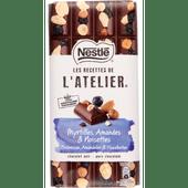 Nestlé Chocoladereep l atelier puur bosbes-hazelnoot-amandel
