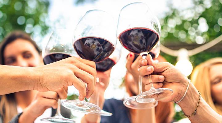 Proostend rode wijn