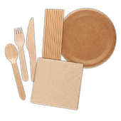 Servetten, papieren borden of rietjes of houten bestek